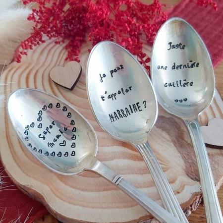 À chaque occasion sa cuillère personnalisée...🥄  Baptême, mariage, annonce grossesse, naissance, anniversaire, fête,...vous trouverez toujours une bonne occasion de personnaliser nos couverts avec un joli message ! 😍  Belle soirée ❤   Tous nos produits sont à retrouver sur notre site internet www.spoonandco.fr 🥄   #spoonandco #spoon #cuillere #vintage #food #graver #gravure #ideecadeau #idee #cadeau #personnalise #unique #caen #normandie #handmade #madeinfrance #artisanat #eshop #faitmain
